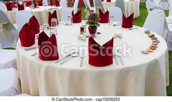 κομψός , γεύμα , βάζω στο τραπέζι.  - csp15206253