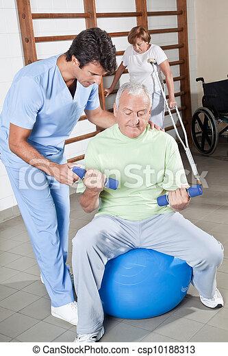 μερίδα φαγητού , θεραπευτής , ασθενής , σωματικός  - csp10188313
