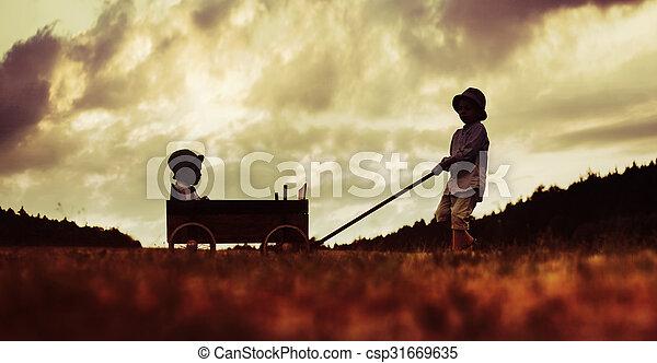 μικρός , αδέλφια , ξύλινος , δυο , άμαξα , παίξιμο  - csp31669635