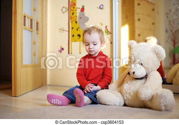μικρός , βαρύνω δεσποινάριο , πάτωμα  - csp3604153