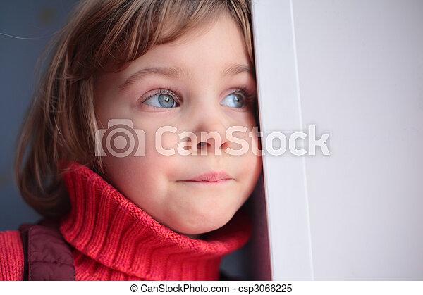 μικρός , προσεκτικός , κορίτσι  - csp3066225