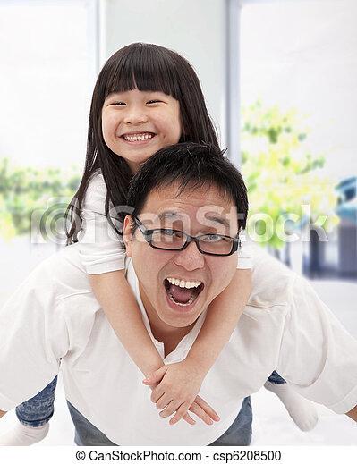 μικρός , family., πατέραs , ασιατικός δεσποινάριο , ευτυχισμένος  - csp6208500