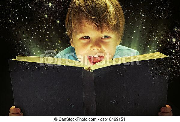 μικρό , αγόρι , άγω , μαγεία , βιβλίο  - csp18469151