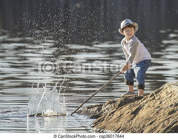 μικρό , αγόρι , lake., παίξιμο  - csp36017644