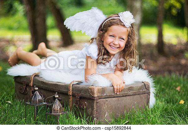 μικρό , χαριτωμένος , βαλίτσα , άγγελος , ακινησία  - csp15892844