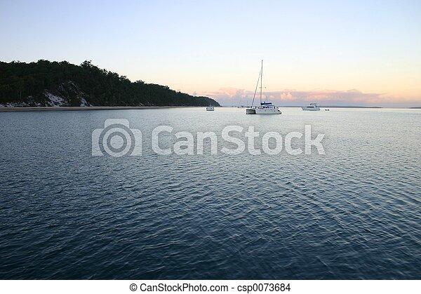 νωρίs , βάρκα , πρωί  - csp0073684