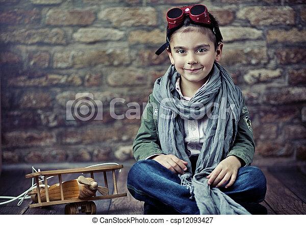ξύλινος , χαριτωμένος , χαμογελαστά , αεροπλάνο , αγόρι  - csp12093427