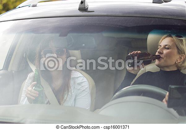οδήγηση , αυτοκίνητο , δυο , χρόνος , πόσιμο , γυναίκεs  - csp16001371