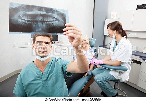 οδοντιατρικός , κλινική  - csp4753569