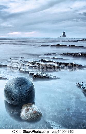 πέτρα , διακεκριμένη θέση. , θαλασσογραφία , βράχος , θάλασσα , στρογγυλός , sunset. - csp14904762