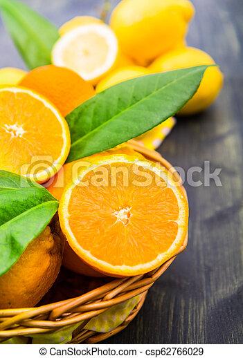 πορτοκάλι , φρέσκος , καλαθοσφαίριση  - csp62766029
