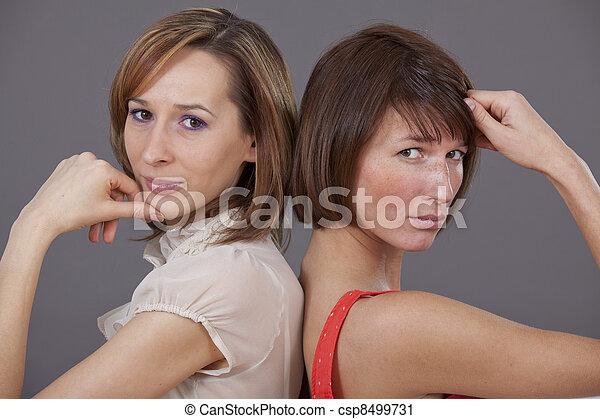 πορτραίτο , στούντιο , 2 γυναίκα  - csp8499731