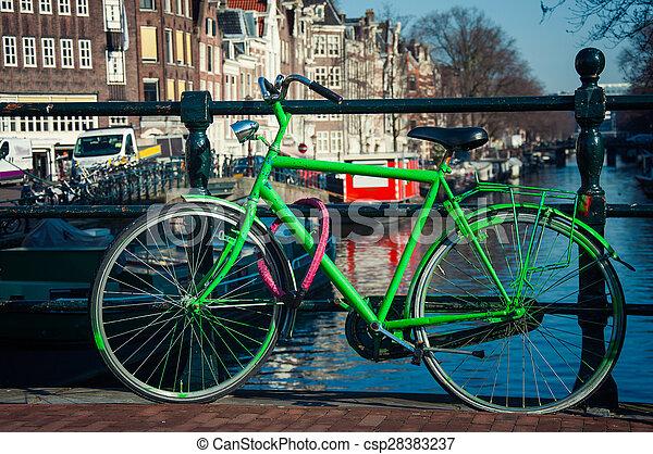 πράσινο , ποδήλατο  - csp28383237