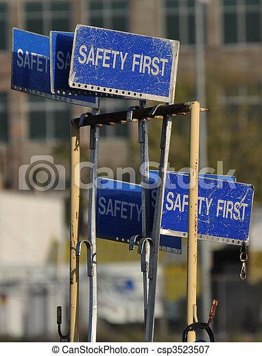 πρώτα , ασφάλεια , σήμα  - csp3523507