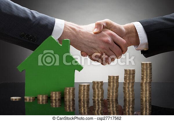 σπίτι , κέρματα , businessmen , ανάμιξη , μοντέλο , κλονισμός  - csp27717562