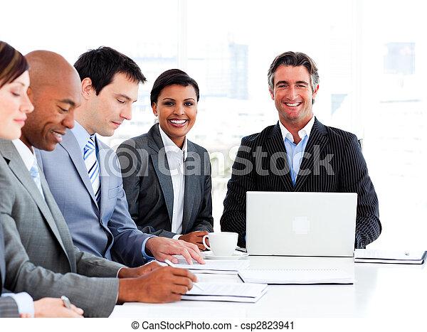 σύνολο , επιχείρηση , εκδήλωση , αναφερόμενος στα έθνη ανομοιότητα , συνάντηση  - csp2823941
