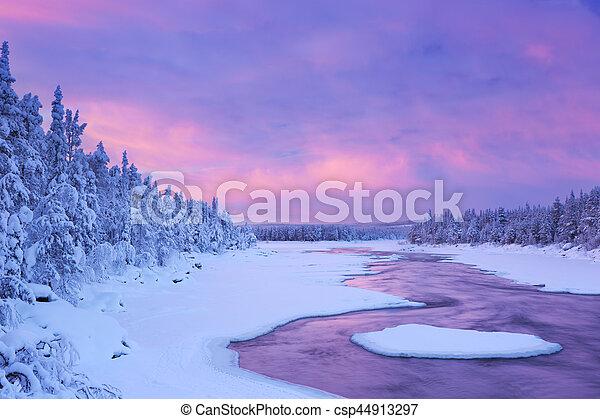 τοπίο , χειμώναs , φινλανδικός , καταρράκτης , πάνω , λαπωνία , ποτάμι , ανατολή  - csp44913297
