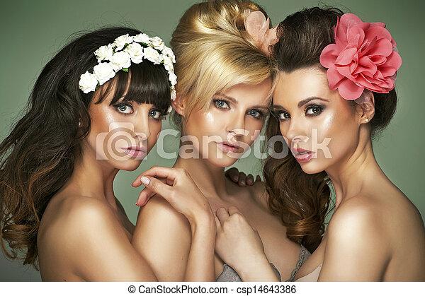 τρία , half-naked , φανταστικός , γκόμενα  - csp14643386