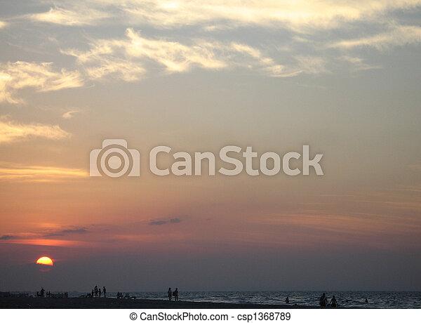 τροπικός , θαλασσογραφία , ηλιοβασίλεμα  - csp1368789