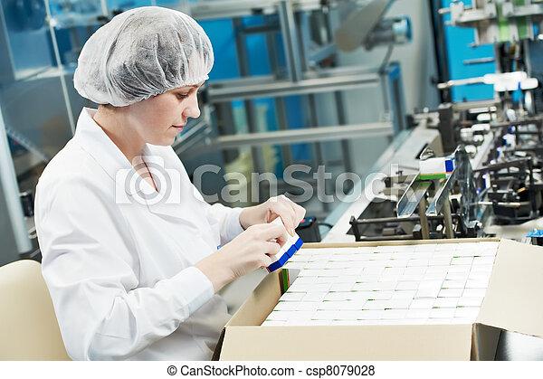 φαρμακευτικός , εργάτης , εργοστάσιο  - csp8079028