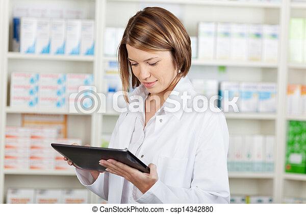 φαρμακοποιός , εργαζόμενος , tablet-pc - csp14342880