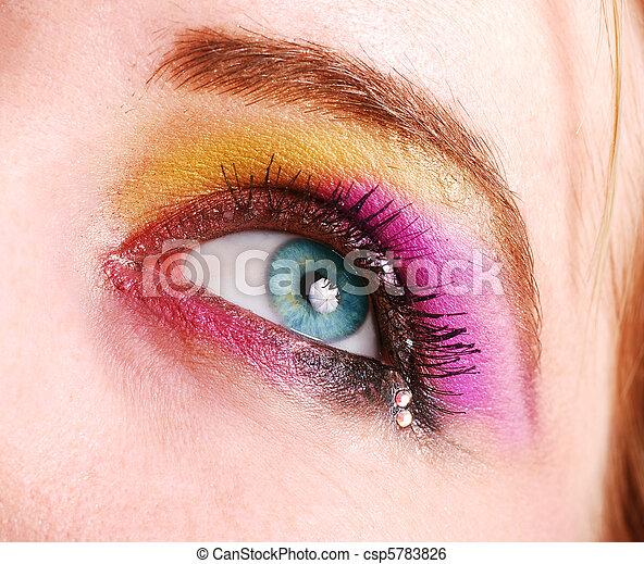φτιάχνω , μάτι , πάνω , γυναίκα  - csp5783826
