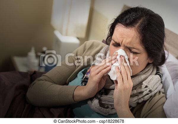 φυσώντας , αυτήν , κακός , γυναίκα , μύτη , κρύο , έχει  - csp18228678