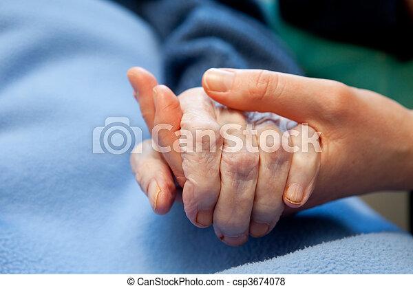 χέρι , γριά , ηλικιωμένος ανατροφή  - csp3674078