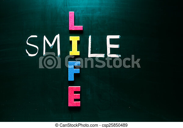 χαμόγελο , ζωή , γενική ιδέα , μαυροπίνακας  - csp25850489