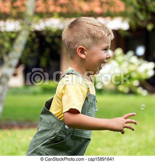 χαριτωμένος , ανοίγω αυλακιές , αγόρι , μικρό , αφρίζω , σαπούνι  - csp15891641
