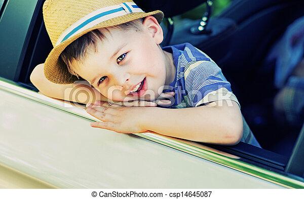 χαριτωμένος , βαριεστημένα , αυτοκίνητο , αγόρι  - csp14645087