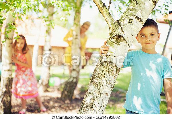 χαριτωμένος , οικογένεια , αγόρι , αναπαύομαι , διατυπώνω , φόντο , μικρό  - csp14792862