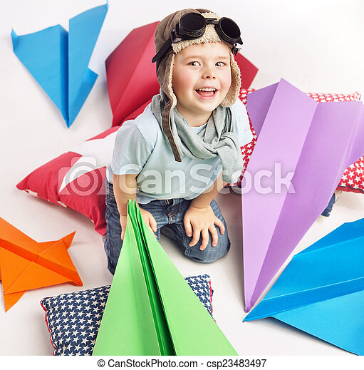 χαριτωμένος , παιχνίδι , αγόρι , αφθονία , αεροπλάνον , μικρό  - csp23483497