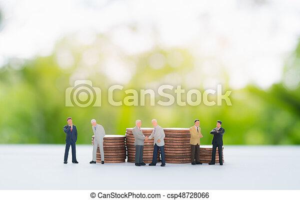 χειραψία , κουβεντιάζω , κέρματα , negotiating., μινιατούρα , πίσω , επιχειρηματίας , θημωνιά  - csp48728066