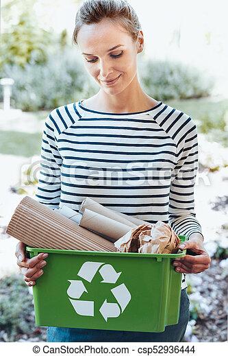 χρησιμοποιώνταs , ανακύκλωση , ικανοποίησα , νοικοκυρά , ecosystem  - csp52936444