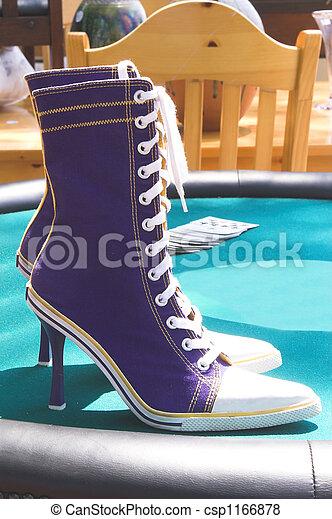 e91aabe7487 Ψηλά , πάνινα παπούτσια , τακούνι . Ψηλά , ζευγάρι , παπούτσια του ...