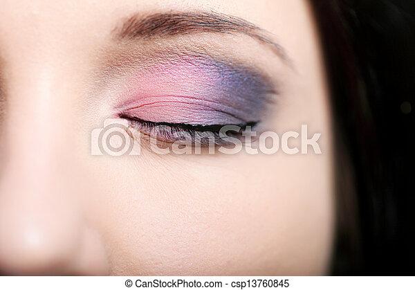 όμορφος , άποψη γυμνασμένος ανακριτού , ευφυής , γυναίκα  - csp13760845