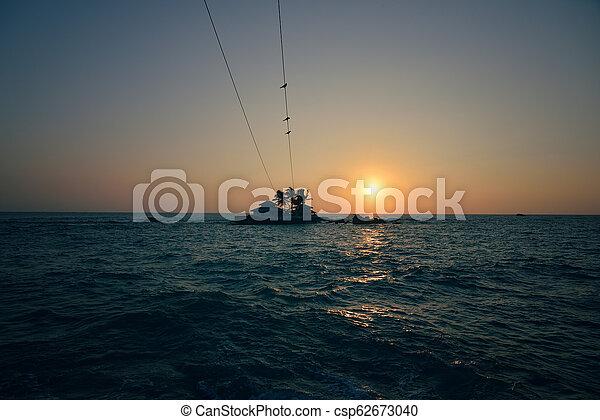 όμορφος , δύση θαλασσογραφία  - csp62673040