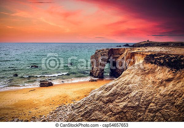 όμορφος , ευρώπη , πέτρα , φυσικός , θεαματικός , arche , de , βρετανή , γαλλία , φημισμένος , ακτογραμμή , (bretagne), βραχώδεις ακτές , καμάρα , λιμάνι , blanc  - csp54657653
