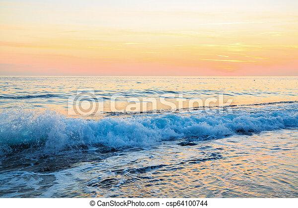 όμορφος , ηλιοβασίλεμα , sea. - csp64100744