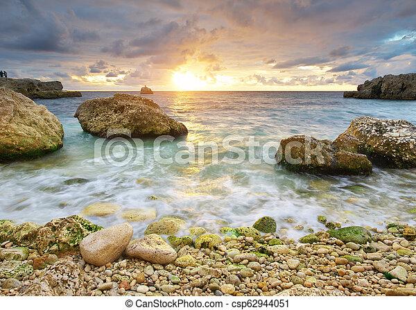 όμορφος , ηλιοβασίλεμα , seascape., sea. - csp62944051