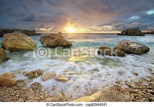 όμορφος , ηλιοβασίλεμα , seascape., sea. - csp62944041