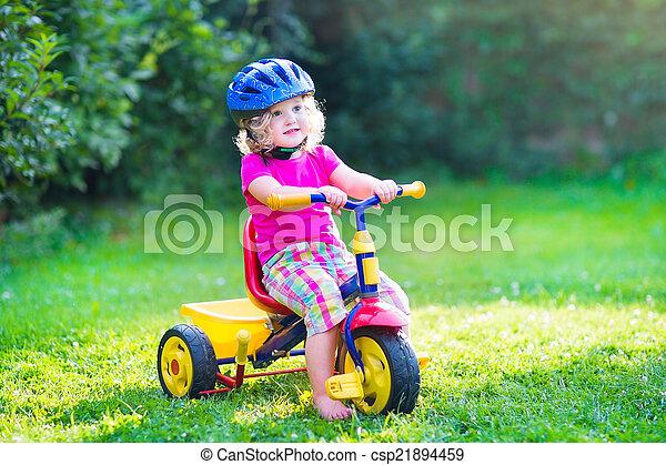 велосипед, девушка, ребенок, начинающий ходить - csp21894459