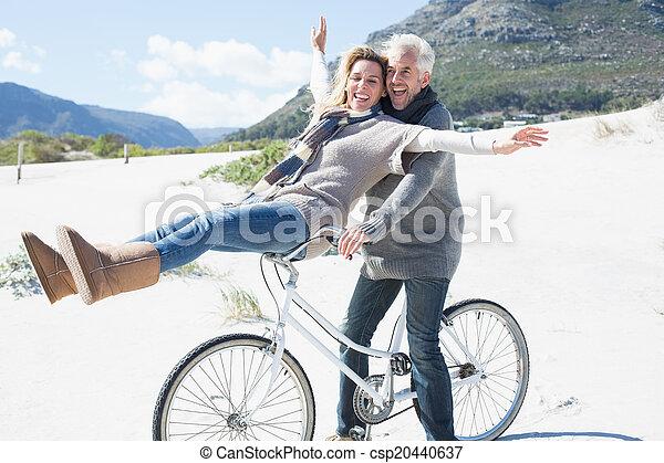 велосипед, поездка, беззаботный, собирается, пляж, пара - csp20440637