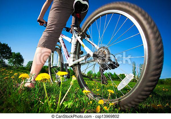 девушка, велосипед - csp13969802