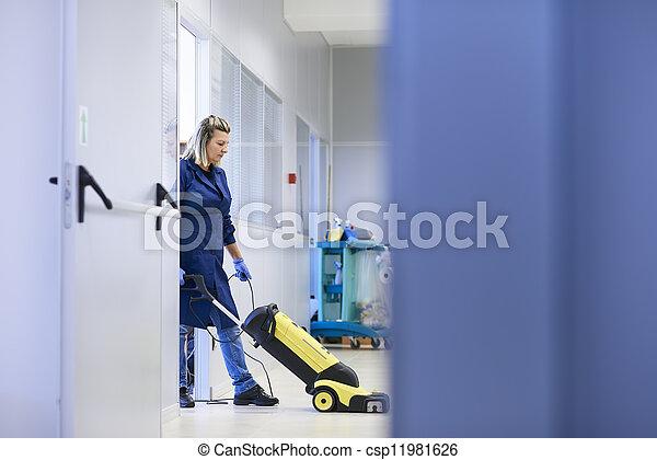 женщина, мойка, за работой, пол, пространство, горничная, машины, полный, уборка, длина, промышленные, профессиональный, копия, building. - csp11981626