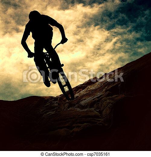 закат солнца, силуэт, mountain-bike, человек - csp7035161