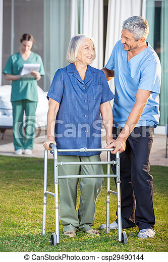 использование, женщина, смотритель, рамка, гулять пешком, помощь, старшая - csp29490144