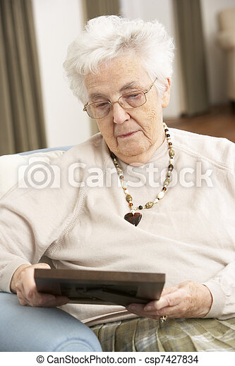 ищу, старшая, фотография, женщина, рамка - csp7427834