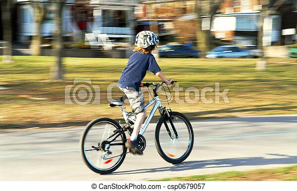 мальчик, велосипед, верховая езда - csp0679057
